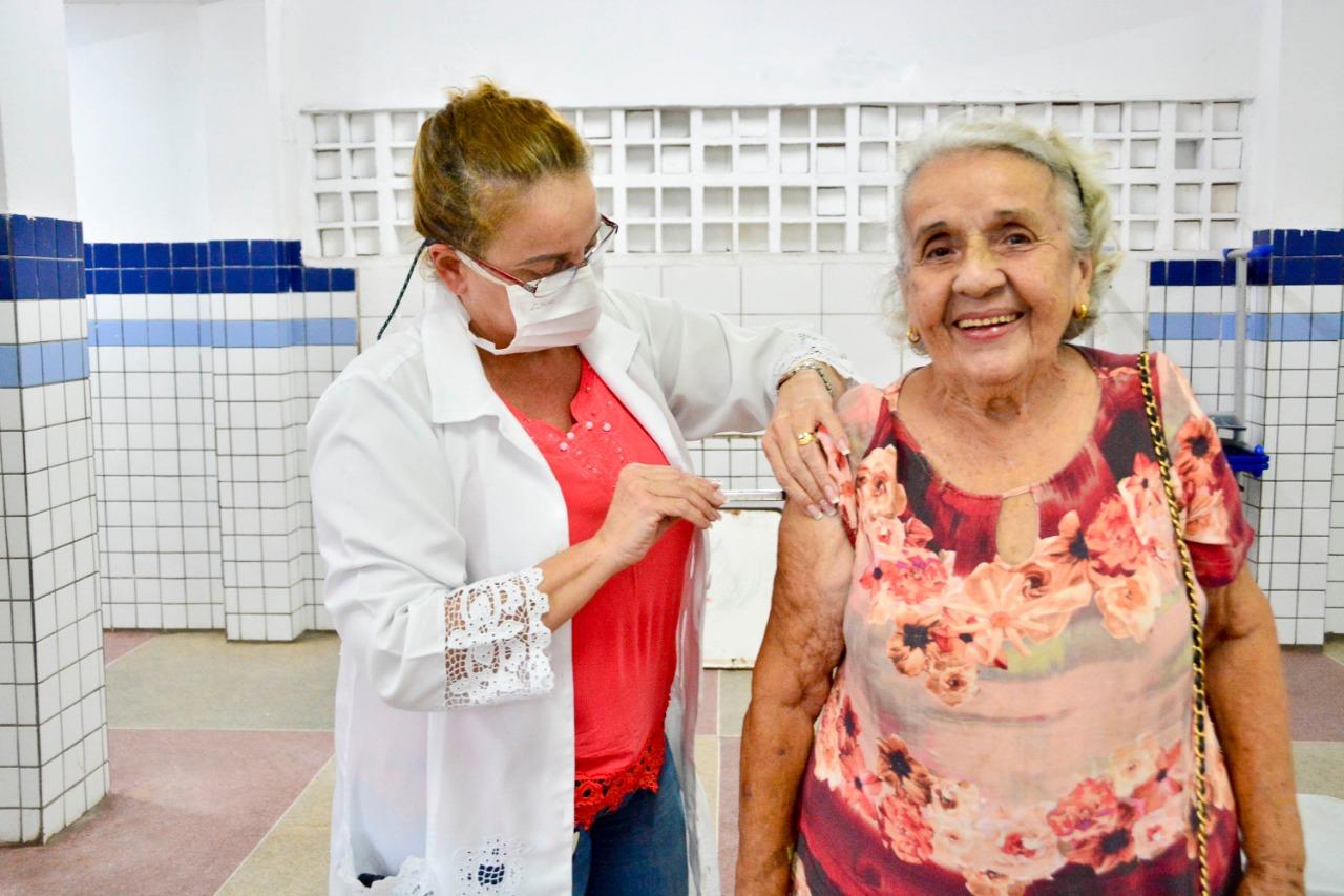 MAIS 19,7 MIL DOSES: Prefeitura de João Pessoa retoma campanha de vacinação contra influenza para idosos e trabalhadores da saúde