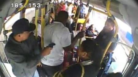 assalto on - Grupo faz arrastão em ônibus com mais de 20 passageiros, em João Pessoa