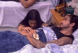 Guilherme dorme e Flayslane reza em silêncio com a mão no corpo do modelo – VEJA VÍDEO
