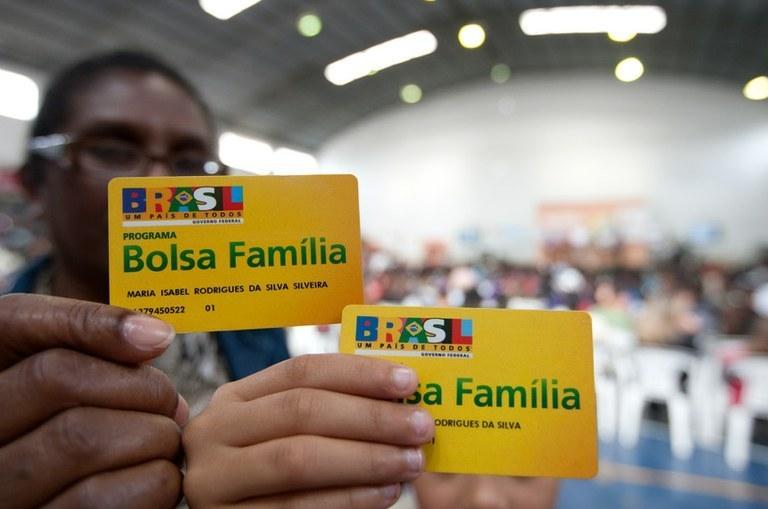 bolsa familia - RECUO: Governo revoga transferência de R$ 83,9 milhões do Bolsa Família para a Secom