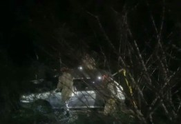 Jovem dá à luz dentro de carro, motorista perde controle e se envolve em acidente, na Paraíba