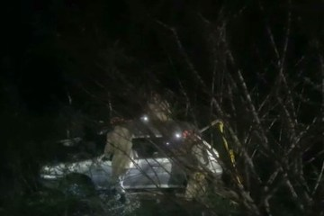 carro - Jovem dá à luz dentro de carro, motorista perde controle e se envolve em acidente, na Paraíba