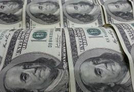 Dólar cai abaixo de R$ 5 e Bovespa ensaia 3ª alta seguida