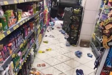 Dono de mercadinho saqueado em Mangabeira revela que não levaram comida: 'Foi safadeza mesmo, levaram carne e bebida' – VEJA VÍDEO
