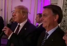 """Em jantar com Trump, Bolsonaro diz que está """"varrendo a esquerda"""" para fora do Brasil – VEJA VÍDEO"""
