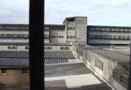 Ministério da Justiça suspende visitas em presídios federais