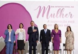 Regina Duarte fala de feminismo em seu primeiro evento oficial