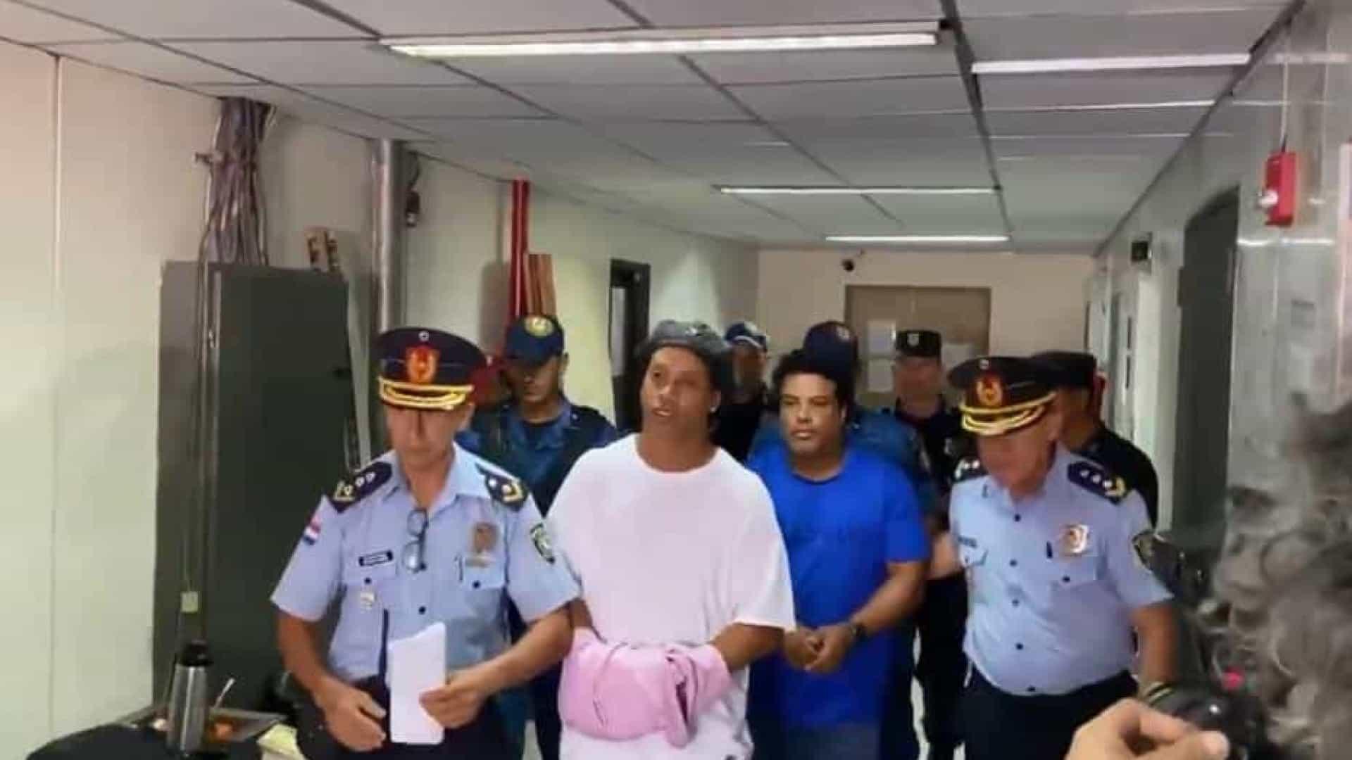 naom 5e63c12def892 - Ronaldinho se recusa a comer mesma comida que os demais presos