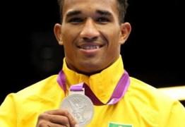 Boxeador Esquiva Falcão coloca medalha olímpica à venda por US$ 50 mil