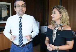 Ministério da Educação compra kits escolares de empresa investigada pela Calvário – VEJA VÍDEO