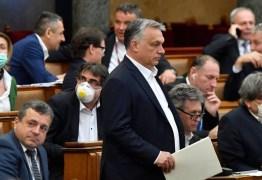 UE alerta para riscos à democracia após Parlamento húngaro aprovar poderes quase ilimitados para Orbán