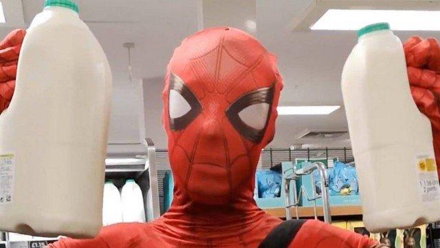 xblog spider milk.jpg.pagespeed.ic .wJKfjdlAuT - Homem-Aranha faz compras para isolados durante pandemia do coronavírus