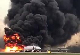 Avião é atingido por raio e pega fogo ao fazer pouso de emergência; 41 morreram