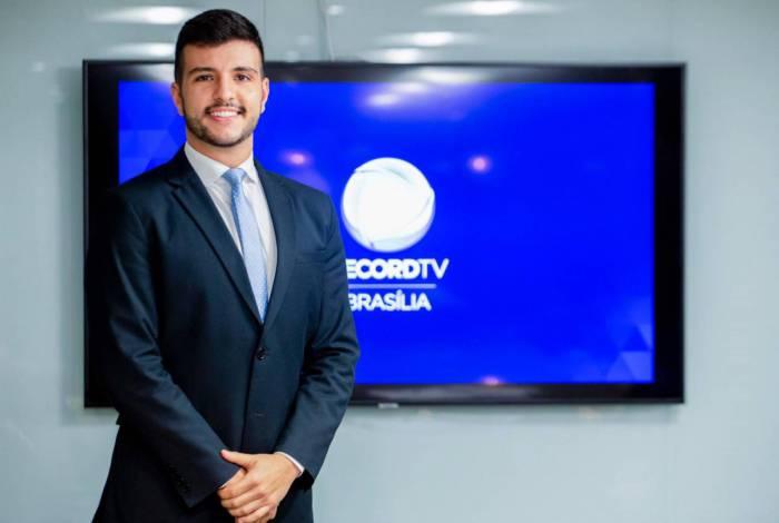 1 2 16836282 - Matheus Ribeiro o âncora homossexual ex-globo é o novo contratado da Record