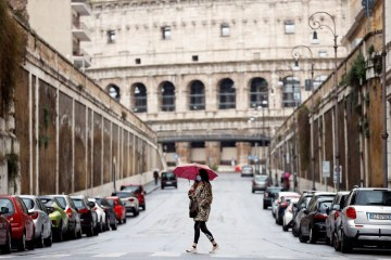 """2020 03 26t104839z 740829701 rc2mrf9f5gv8 rtrmadp 3 health coronavirus italy - Itália prepara suspensão """"gradual e controlada"""" das restrições"""