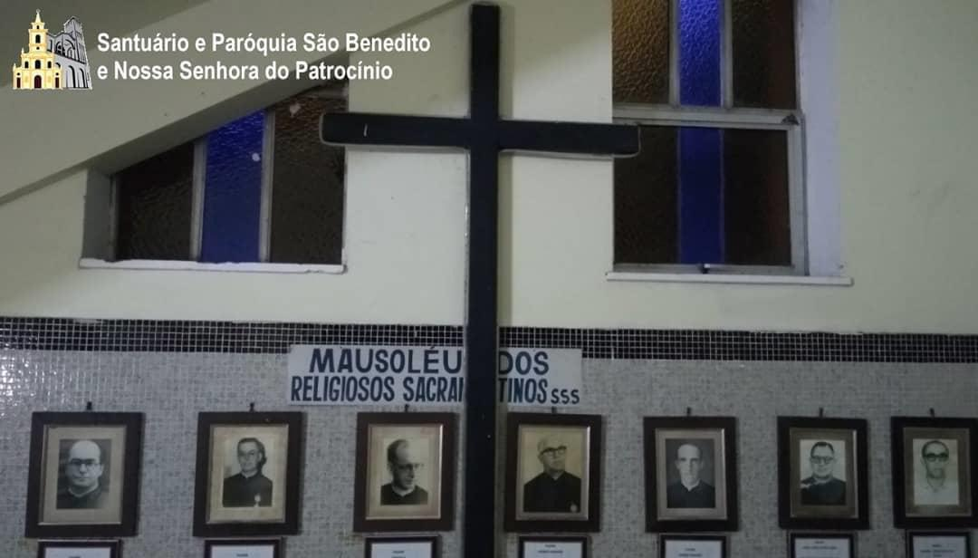 39042eb9 842f 44dc b7e4 4ad13260f2cd - Funeral de dom Aldo Pagotto é realizado com caixão lacrado e sem a presença de fiéis - VEJA IMAGENS