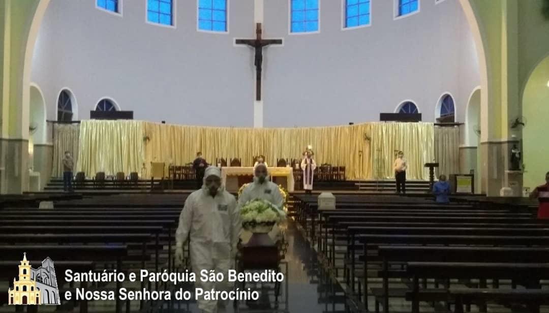 48928c59 08ca 4489 aa9f c6460d963aff - Funeral de dom Aldo Pagotto é realizado com caixão lacrado e sem a presença de fiéis - VEJA IMAGENS