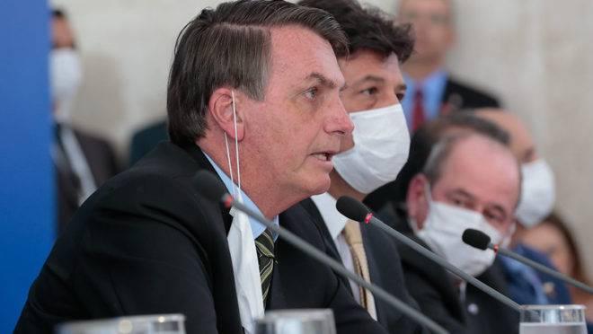 49674244062 01ebddb3e4 c 660x372 1 - Bolsonaro sanciona com vetos lei que prevê auxílio de R$ 600 a trabalhadores informais