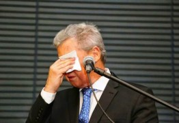 'Estamos a beira da barbárie': prefeito de Manaus chora e cobra postura de Bolsonaro diante da pandemia