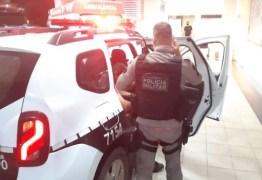 Sargento da Polícia Militar é baleado e tem arma roubado em posto de combustível no Conde