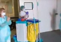 Com agradecimento médicos e enfermeiros aplaudem profissionais da limpeza