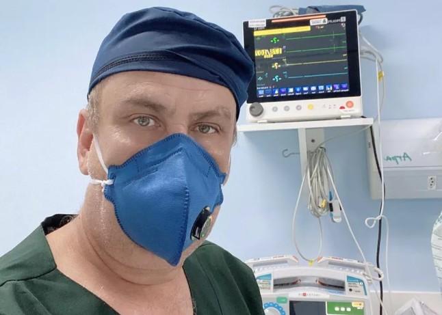Capturarq - Médico curado quer voltar à linha de frente e lembra internação: 'Sensação de morte'