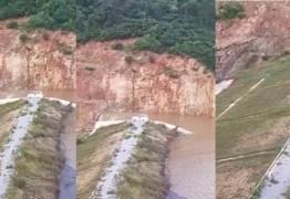 PERIGO: Bombeiros alertam populares de Olho D'água para perigo de rompimento de açude; VEJA VÍDEO