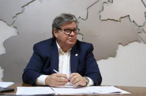 João Azevêdo 1 300x198 - Governador João Azevêdo autoriza compra de um milhão de máscaras