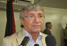 BOMBA: Vereador auxiliar de Romero Rodrigues, chama Vila do Artesão de 'podridão'; OUÇA