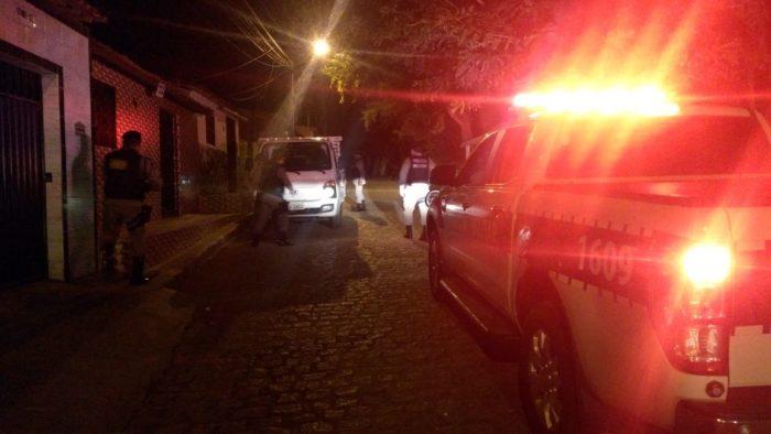 Polícia prende dupla suspeita de violar casa e fábrica de calçados em Campina Grande