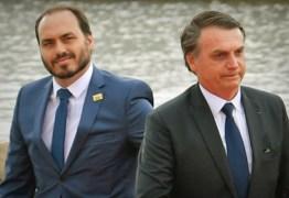 Carlos Bolsonaro ataca Rodrigo Maia e o acusa de buscar derrubar o presidente da República