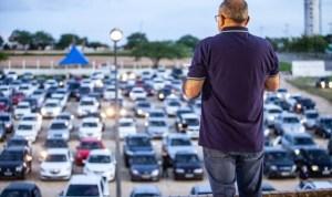 culto drive in 300x178 - DRIBLANDO O ISOLAMENTO: Igreja evangélica faz culto drive-in com mais de 300 carros