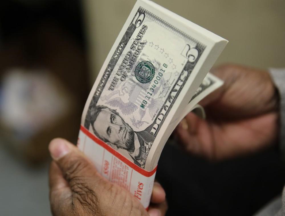 dolar2 - Dólar abre em queda, negociado ao redor de R$ 5,20