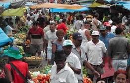QUEBRANDO AS REGRAS: Mesmo com recomendação de isolamento comerciantes movimentam feira em Campina Grande; VEJA VÍDEO