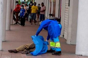 equador coronavirus - COLAPSO FUNERÁRIO: Corpos de vítimas de coronavírus se acumulam nas ruas do Equador