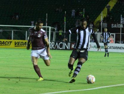 figueirense - Paralisação do futebol não interrompeu busca por reforços no Figueirense