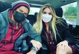 Hulk Paraíba posa de máscara com Camila Ângelo e se declara para amada