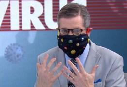 NO AR: Apresentador da Globo ensina a fazer máscara caseira e toma bronca de especialista