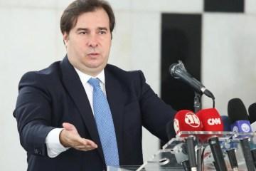 """""""Bolsonaro não tem coragem de demitir Mandetta"""", diz Rodrigo Maia"""