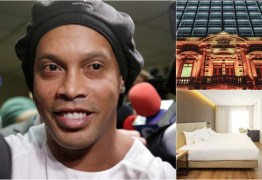 Preso em hotel de Luxo, Ronaldinho ganha sala para 'embaixadinhas e brincadeiras'