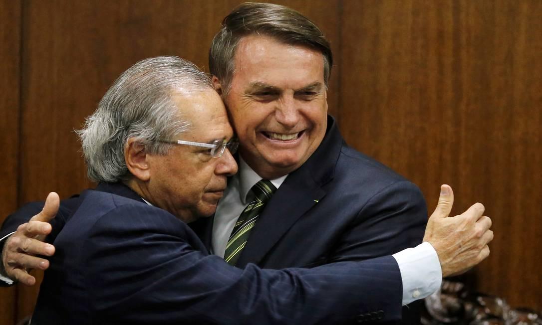 x85542276 Brazils President Jair Bolsonaro greets Brazils Economy Minister Paulo Guedes during.jpg.pagespeed.ic .bzrpH8f1o5 - 'Nunca tive desentendimentos com o presidente', diz Paulo Guedes