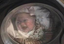Homem entra em desespero ao perceber que a 'filha' estava dentro de máquina de lavar