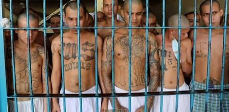 xblog salvador 6.jpg.pagespeed.ic .ZYpdwAD2Xg - Detentos de penitenciária são amontados em pátio após série de mortes em prisões