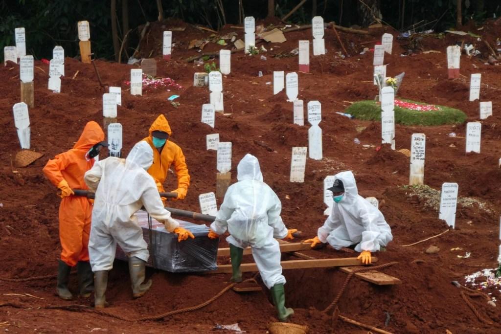 000 1ql87d 1024x683 - Mortos passam de 250 mil no mundo; EUA têm 69 mil vítimas