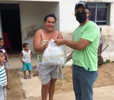 002 - Departamento nacional de obras contra as secas distribui uma tonelada de alimentos em municípios da PB
