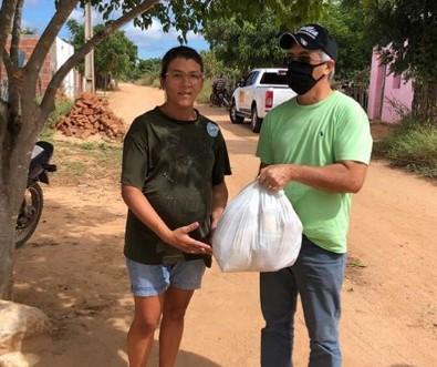 003 - Departamento nacional de obras contra as secas distribui uma tonelada de alimentos em municípios da PB