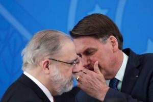 2020 05 25T171815Z 1 LYNXMPEG4O171 RTROPTP 4 POLITICA BOLSONARO MORO PGR 300x200 - Aras se manifesta contra a apreensão do celular de Bolsonaro