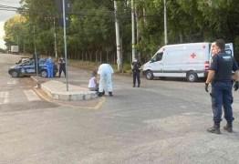 Após descobrir que estava com Covid-19, mulher foge de hospital e tenta atear fogo em si mesma