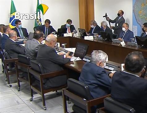 37970547580004753650000 - UNIÃO E TRÉGUA ENTRE PODERES: Após reunião com governadores, Bolsonaro deve sancionar ajuda financeira a estados