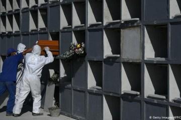 53384669 303 - CORONAVÍRUS: Brasil mantém mais de mil mortes diárias e ultrapassa Espanha em óbitos